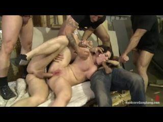 Жесткое групповое порно - психи дико насилуют медсестру с большой грудью в попу и в киску большими длинными членами фото