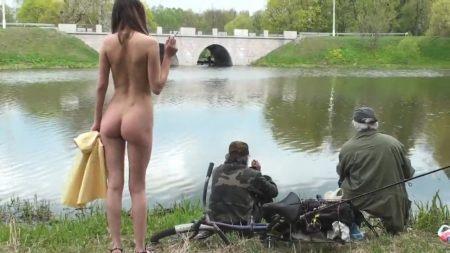 Жестко издеваются и унижают русскую студенку Любовь Бушуева Lolita Taylor, дерут не смотря на то, что ей больно фото